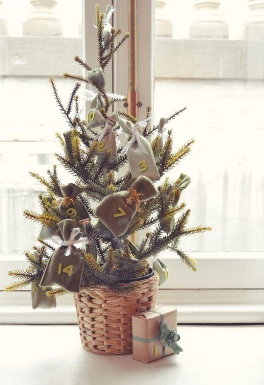 Decorare con un piccolo albero di Natale 15 idee per