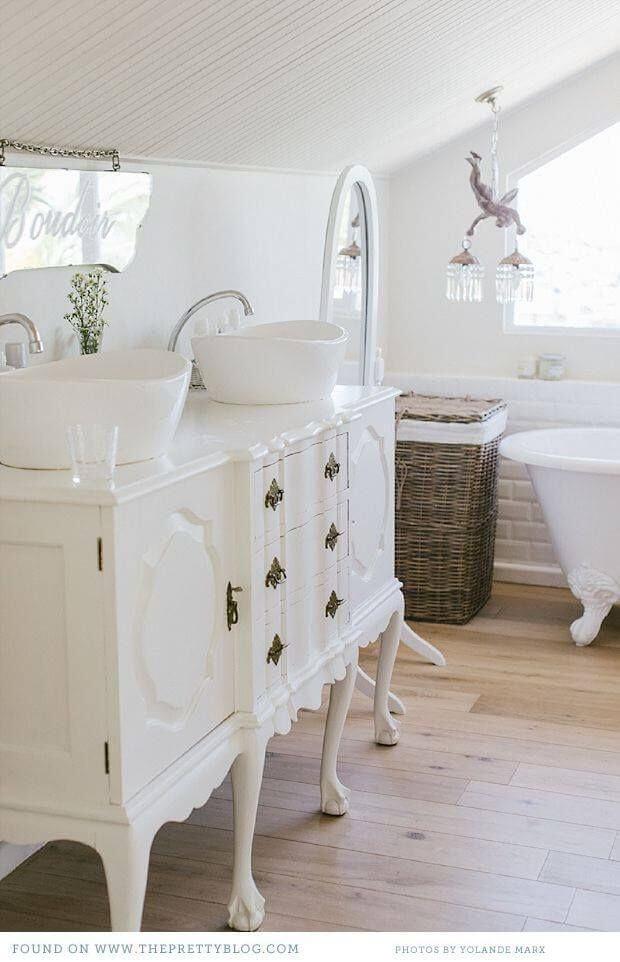 Immagine della fasciatoio vasca da bagno Bagno In Stile Shabby Chic Ecco 20 Bellissime Idee Da Vedere