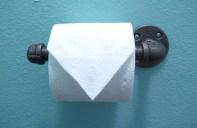 bagno stile industrial chic - porta carta igienica con tubatura