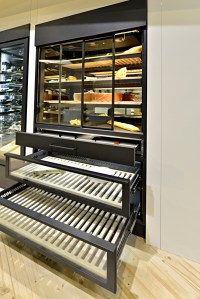 Meat aging cabinet