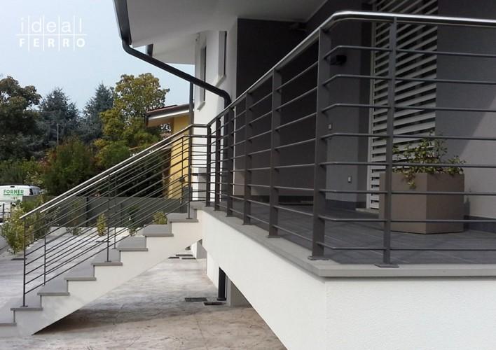 Balcone in alluminio con acciaio inox per facciate moderne. Recinzione E Ringhiera Moderna Idealferro