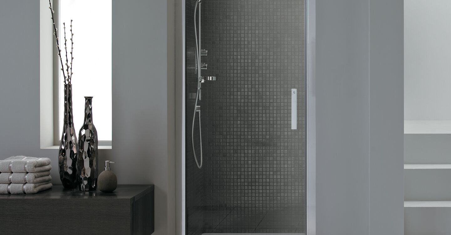 L6201 Synergy 760mm Pivot Door Idealclean Clear Glass