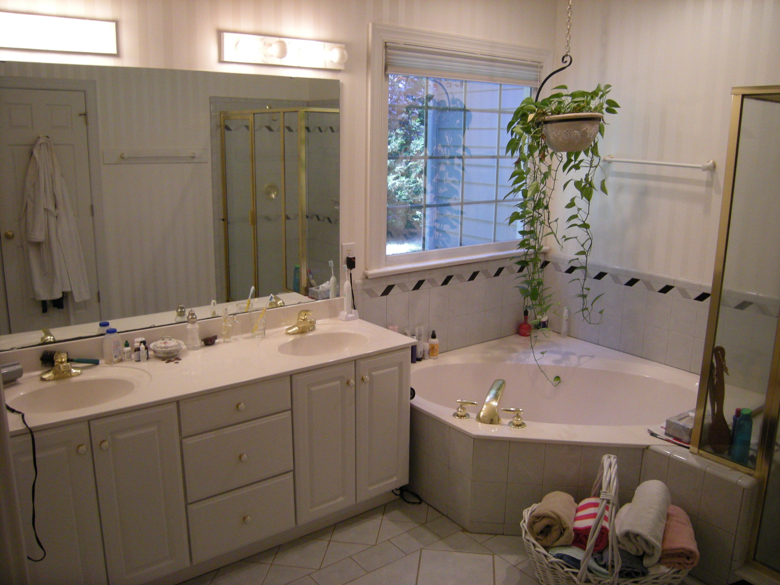 What Is A Garden Tub 14826 S CANARY YELLOW CYPRESS TX 77433