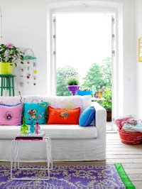 Fun and Bright Living Room Color Ideas Wrapping Comfort ...