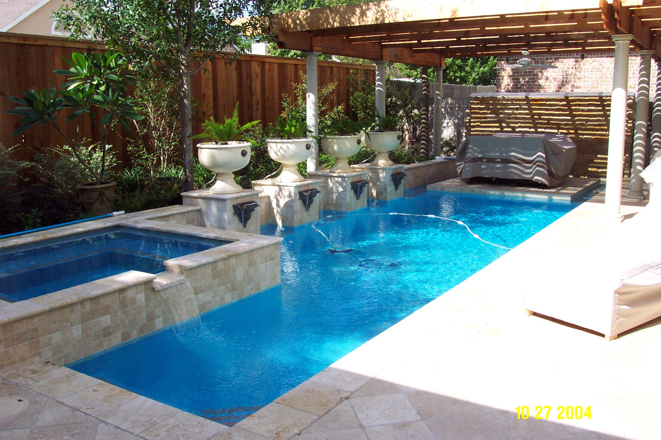 Awesome Small Swimming Pools Designs To Refresh Backyard