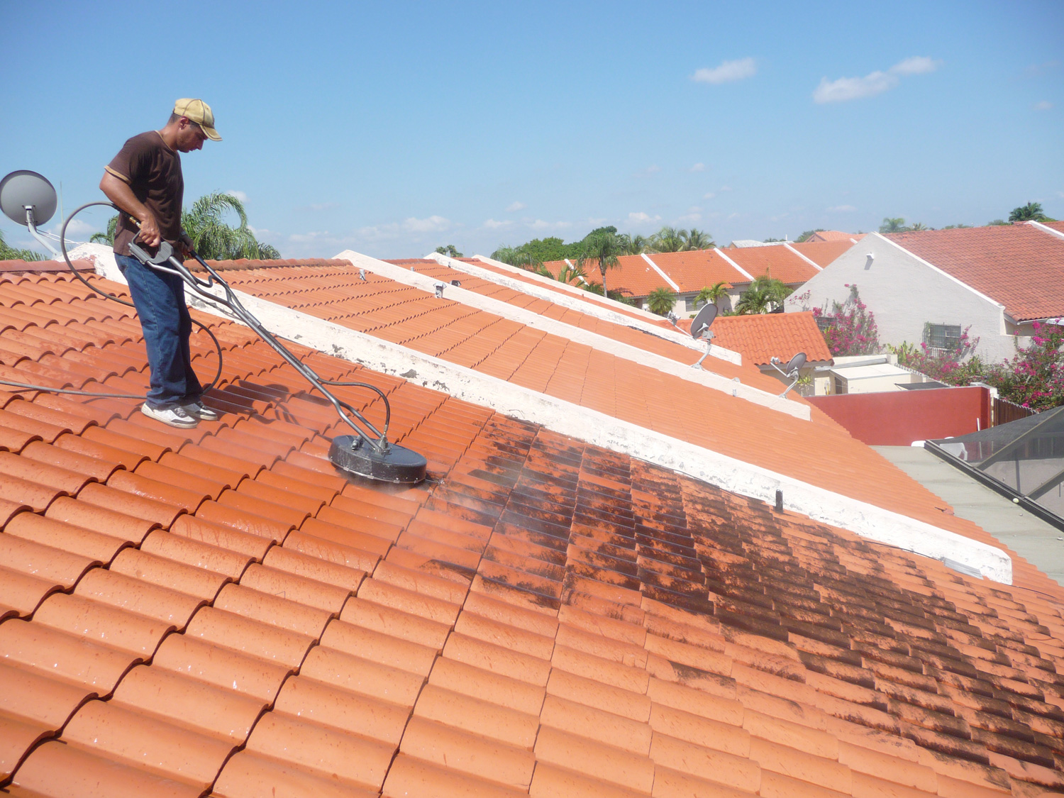 4 Reasons why You should get your Roof Cleaned  Ideas 4 Homes