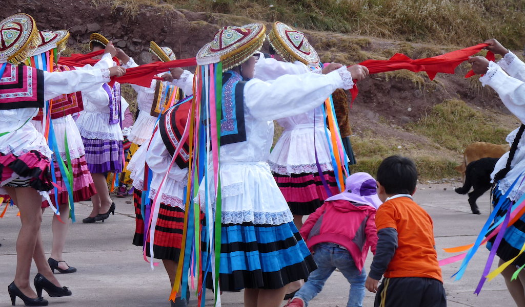 Bailando en Cusco 2017_Autor foto Elio Puma (Ideas on Tour)
