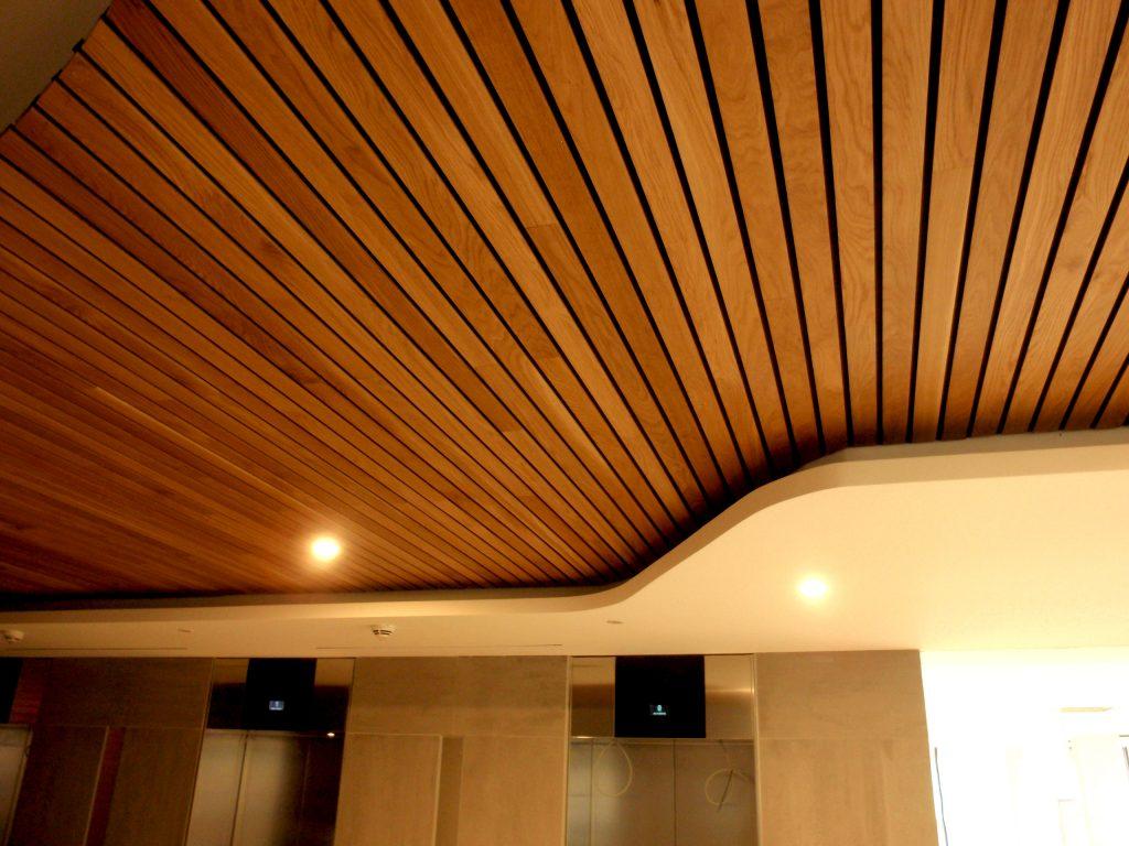 Falso techo de madera una solucin acstica y de diseo