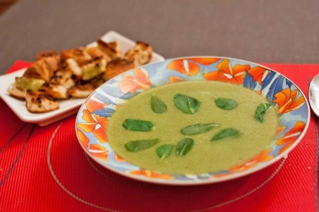 assiette de soupe de pourpier