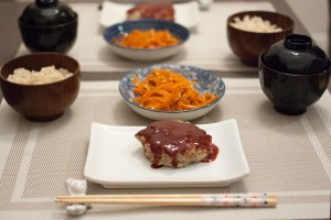 hambagu japonais sur assiette