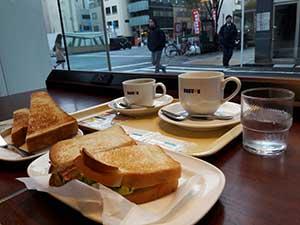 shokupan dans un café à Tokyo