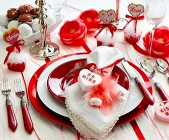 Decorare la tavola per la cena di San Valentino