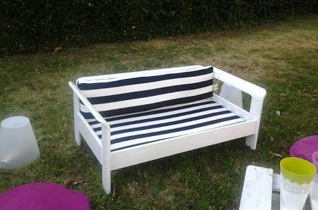 Upcycling trasformare un vecchio letto in divanetto da giardino - Divano letto fai da te ...
