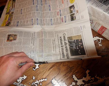 Diy come riciclare vecchi quotidiani per il salotto di casa