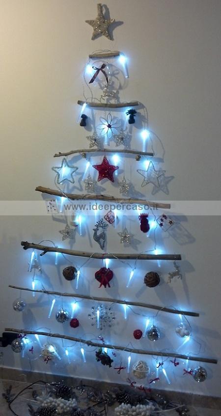 Fare un albero di natale da parete con legni riciclati for Oggetti natalizi fai da te