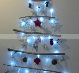 fare un albero di Natale con legni riciclati