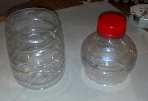 bottiglia tagliata in due parti