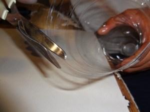 ricavare un filo di plastica da una bottiglia