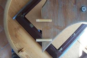 gamba tavolo legno rotta