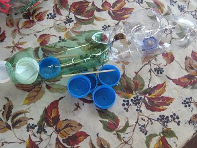 Come realizzare un trenino con le bottiglie di plastica