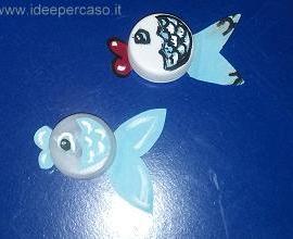 pesciolini realizzati con tappi di plastica riciclati