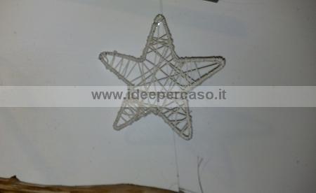 Come Costruire Una Stella Di Natale.Fare Una Stella Per L Albero Di Natale Con Filo Di Ferro Stoffa E