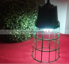 lampada realizzata riciclando un vaso di plastica per i fiori
