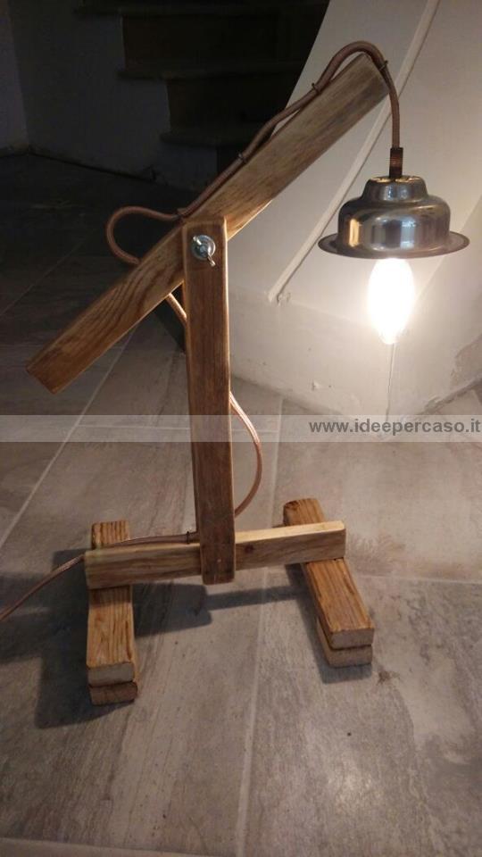 Fare una lampada con il legno riciclato di un pallet for Le piu belle lampade da tavolo