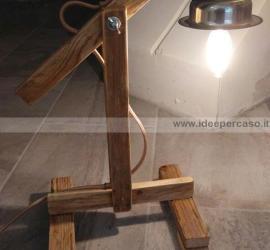 lampada fai da te con legno riciclato