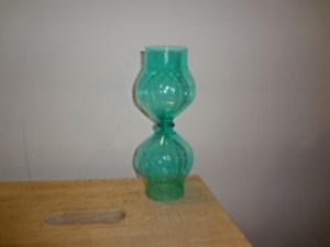 incollare le bottiglie di plastica tagliate