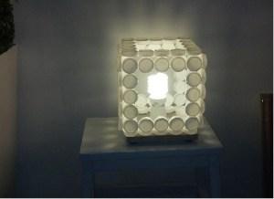fare lampadario con i tappi di plastica