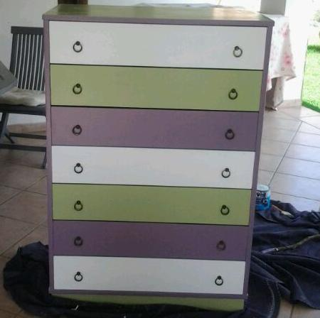 Rinnovare un vecchio mobile di legno con cassetti colorati - Dipingere un mobile di legno ...