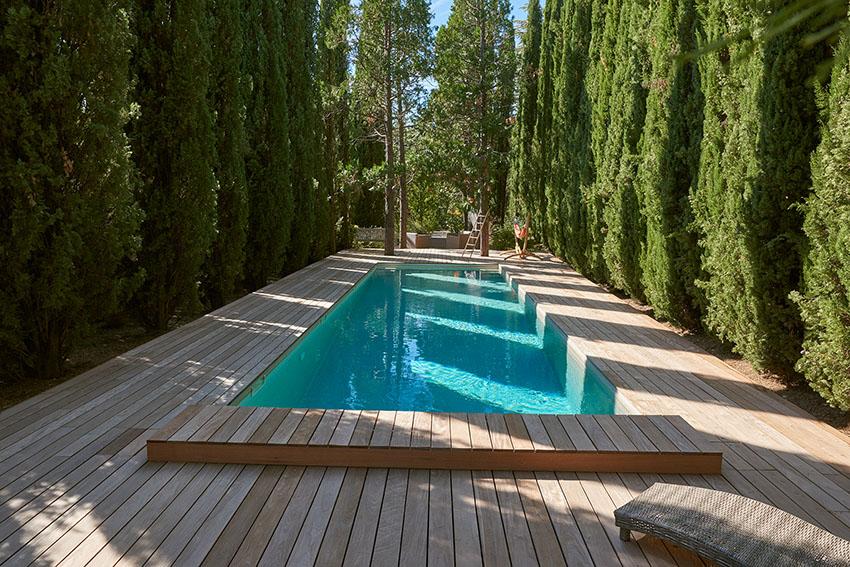 plage de piscine en bois composite ou naturel idees piscine