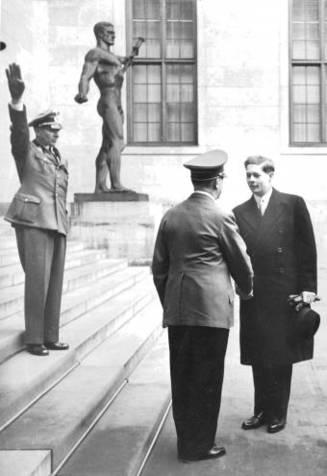 Regele-Mihai--despre-masa-cu-Hitler-si-de-ce-nu-il-va-ierta-pe-Churchill----b-reportaj-El-Pais--b-