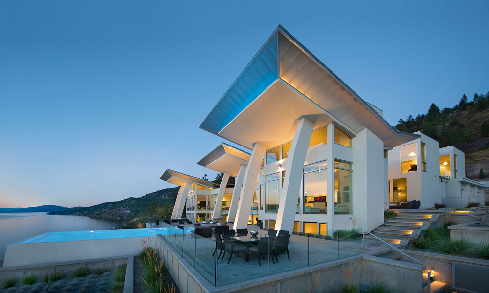 Okanagan Lake Waterfront Home With Minimalist Elegant