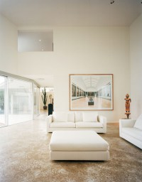 Minimalist House For Art Collector