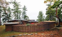 Grid Circular Oceanfront House With Protected