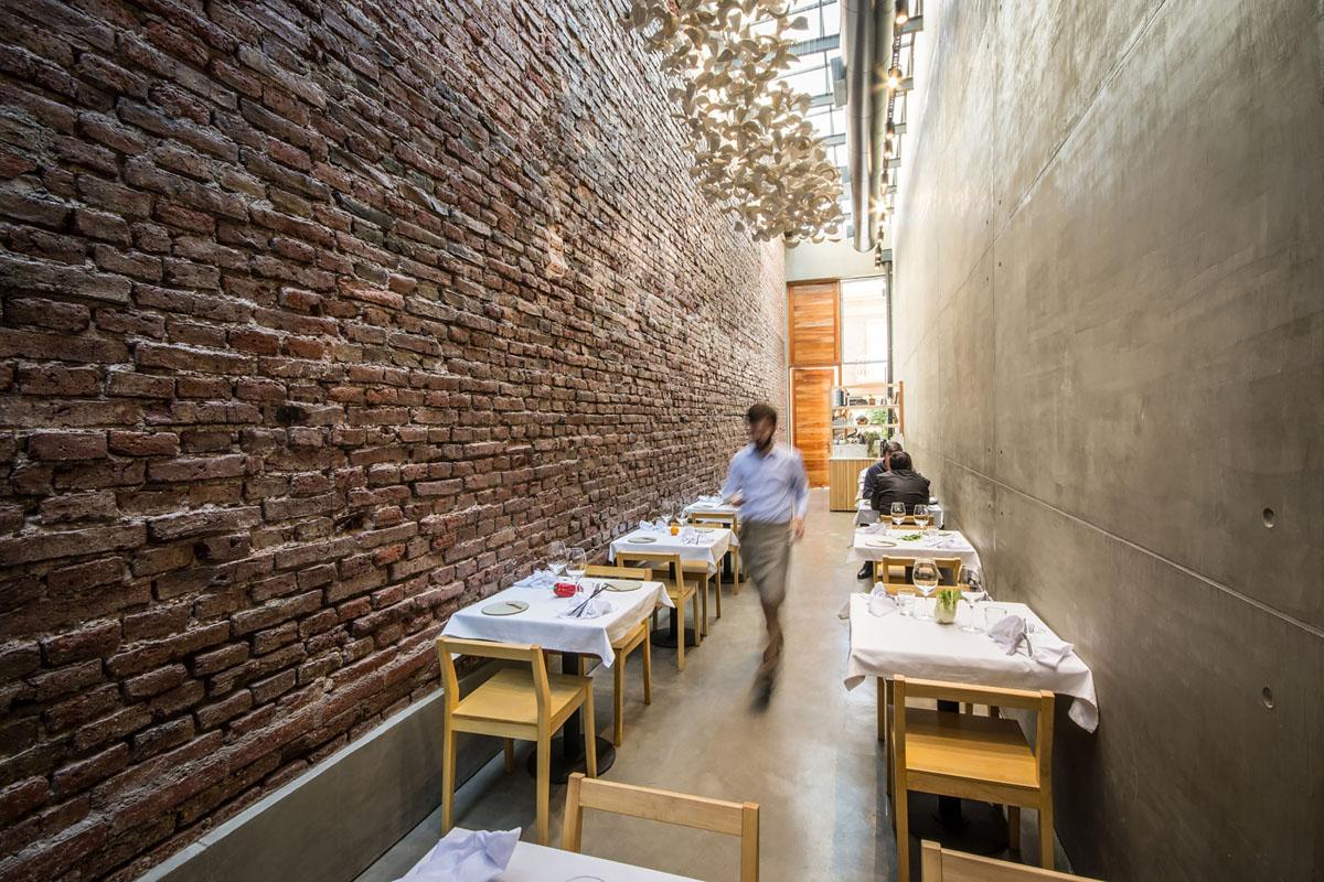 A Narrow Alley Transformed Into Cozy Restaurant El