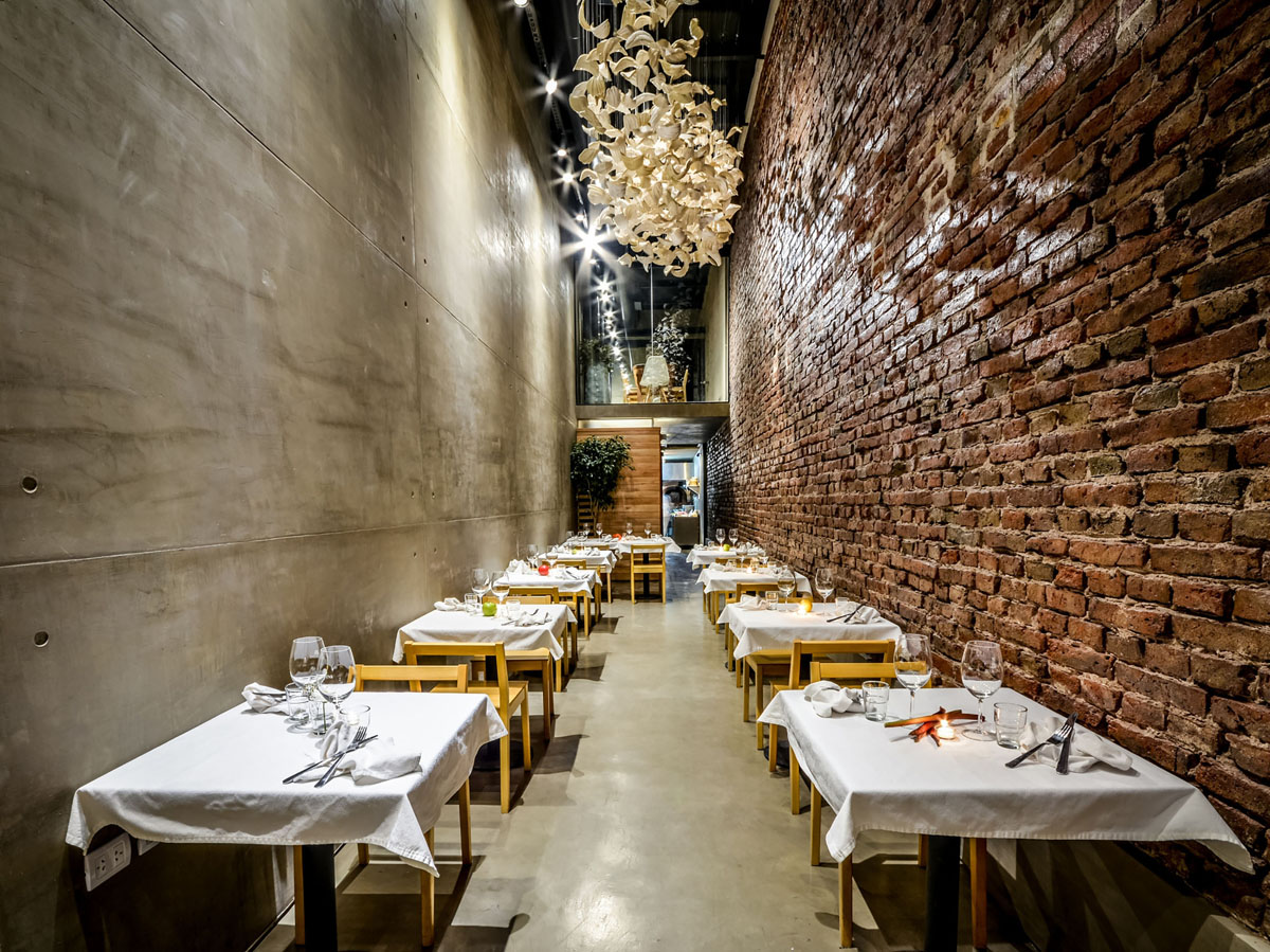 A Narrow Alley Transformed Into Cozy Restaurant El