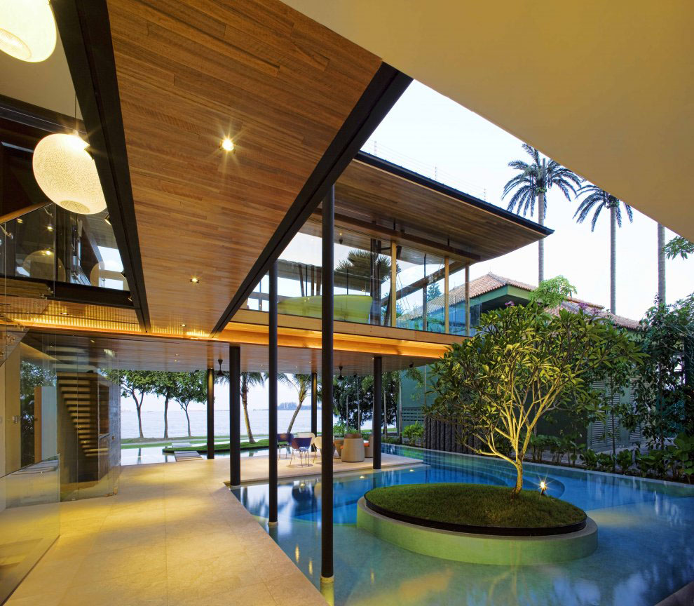 Environmentally Friendly Modern Tropical House In Singapore