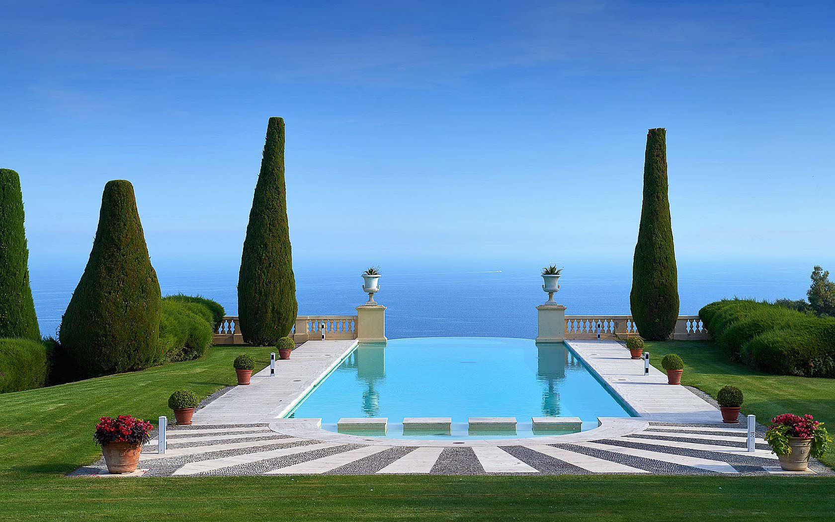 traditional english living room design standing lights for legendary mansion on the french riviera with neo-palladian ...