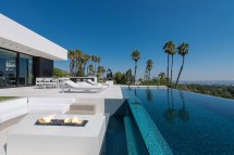 Los Angeles California Homes with Pool