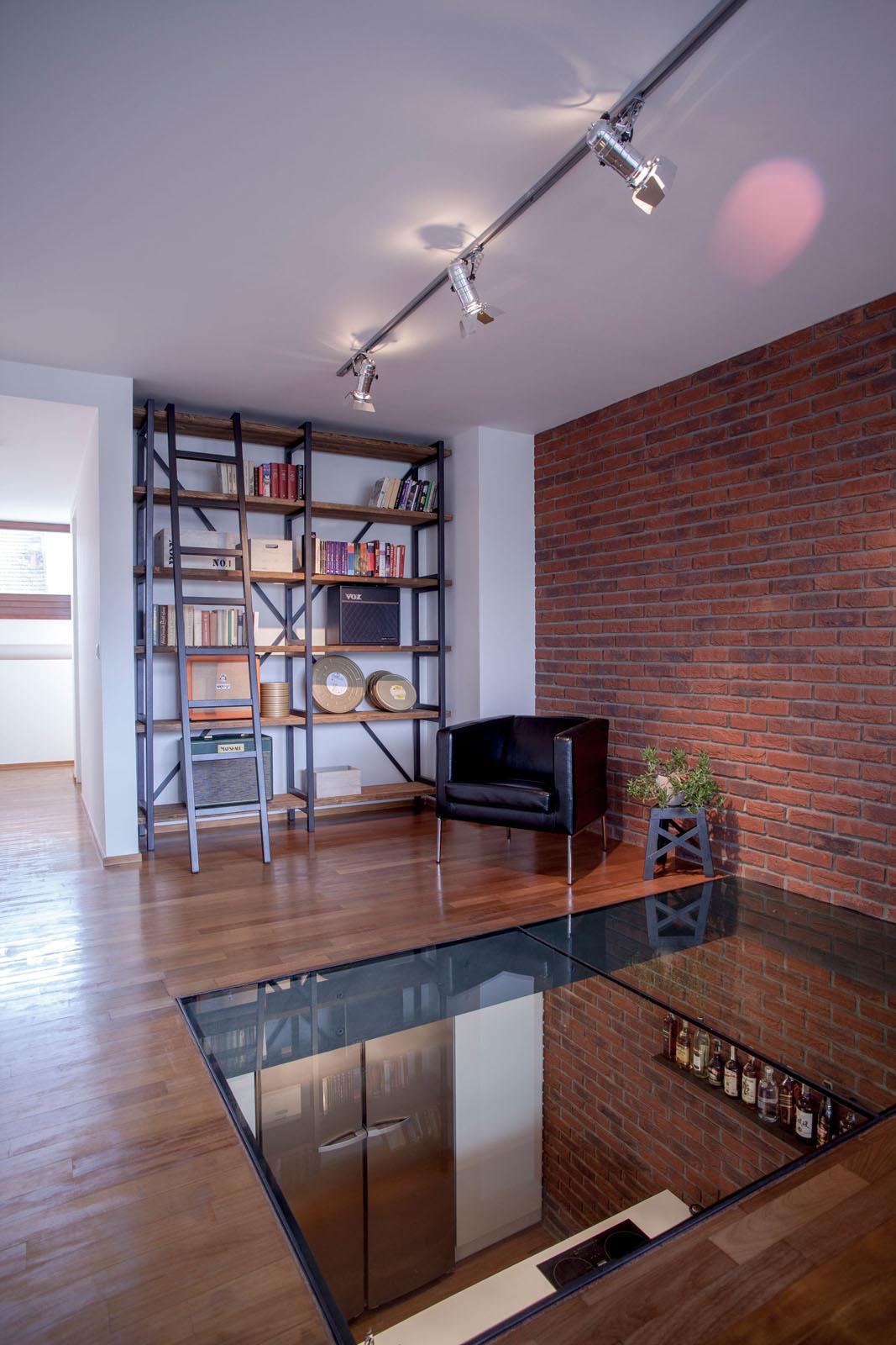 Triplex Loft Apartment Maximizes Natural Light