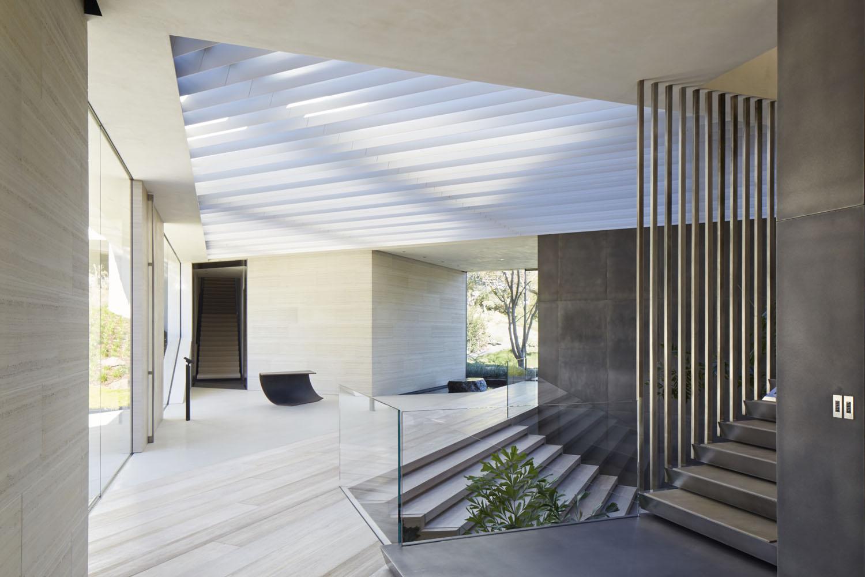 Los Angeles Hillside Villa Retreat With Daring Modern