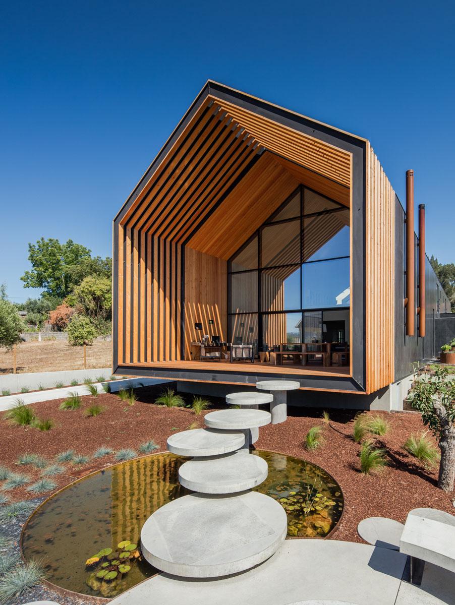Geometric Proportional House Built on a Rectangular Piece