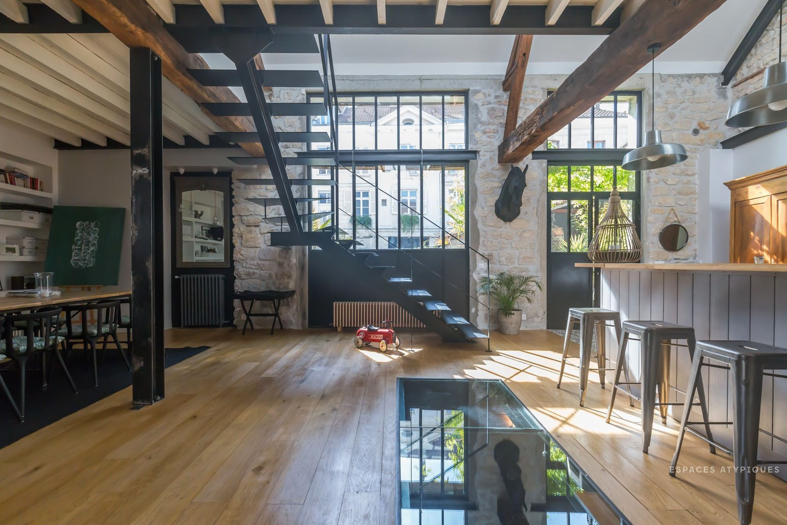 Former Stable Near Paris Converted into a Modern