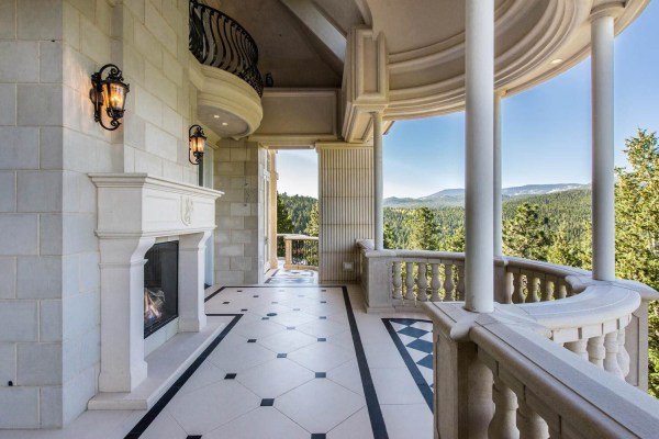 Grand Chateau Residence In Colorado Rocky Mountains