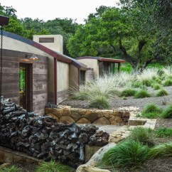 Outdoor Kitchen Houston Home Depot Delta Faucets Rustic Modern Country House In Santa Barbara With Curved ...