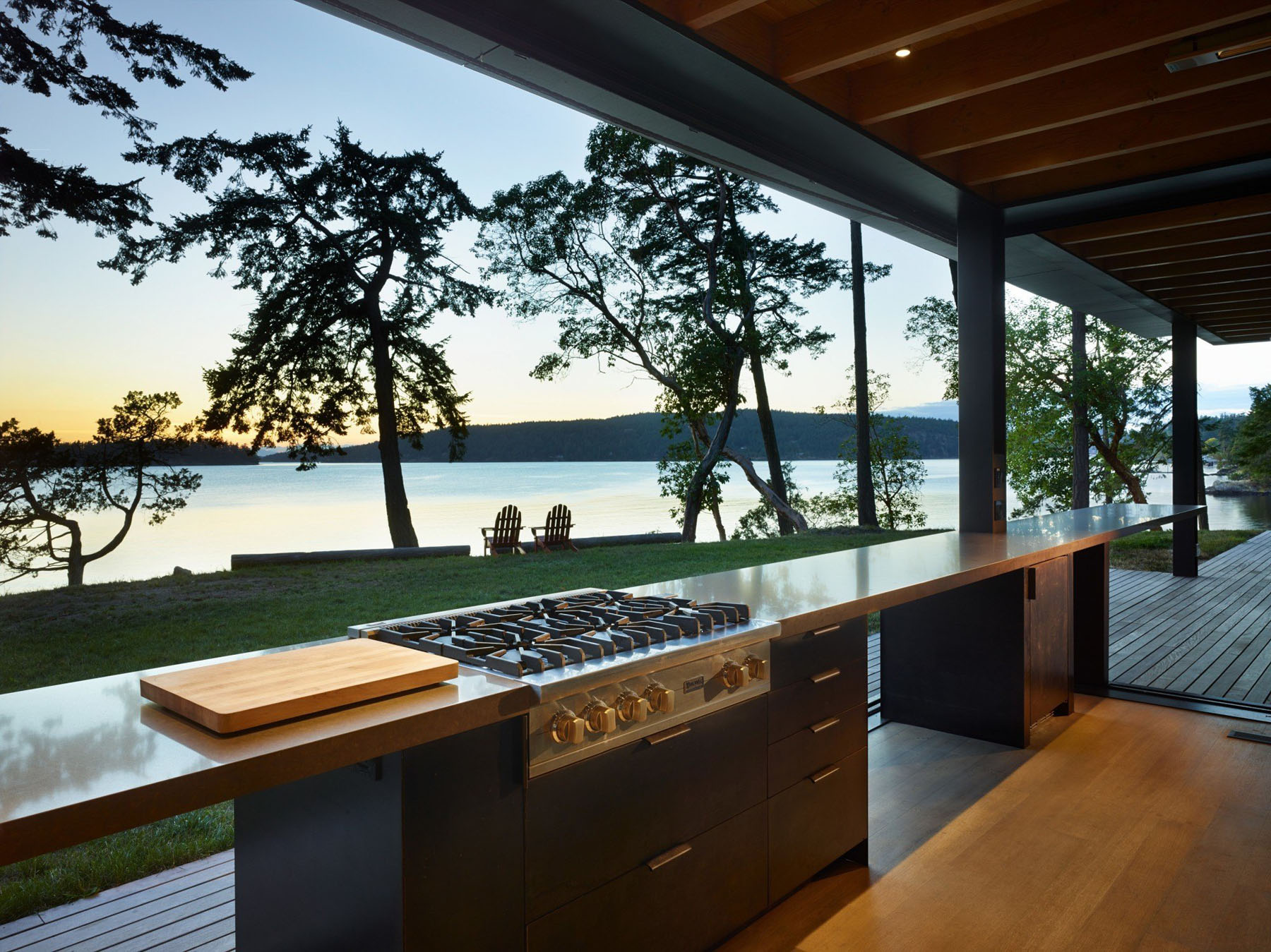 Secluded Waterfront Retreat In The Pacific Northwest