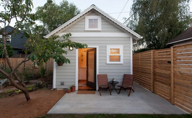 Charming Tiny Guest House With Modern Decor Idesignarch